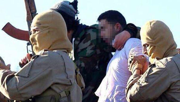 Een foto van de piloot van de straaljager, die IS op hun website plaatste.