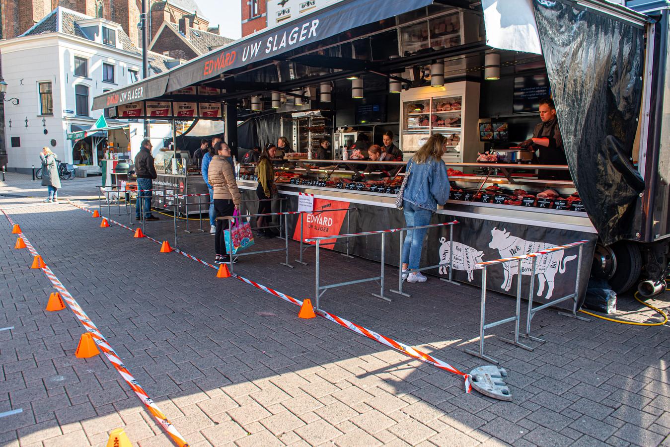 Corona maatregelen op de markt op de Hof in Amersfoort.