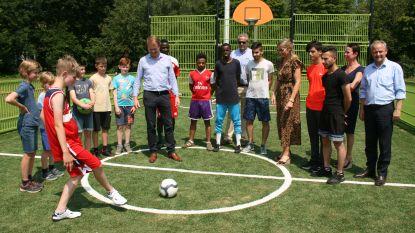 Jongeren nemen multifunctioneel sportveld in gebruik