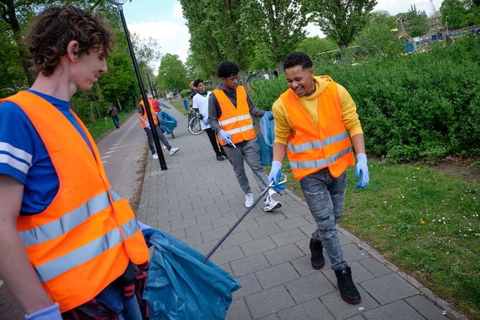Foto ter illustratie: ook in Vijfheerenlanden willen meerdere inwoners afvalknijpers om zwerfvuil op te ruimen.