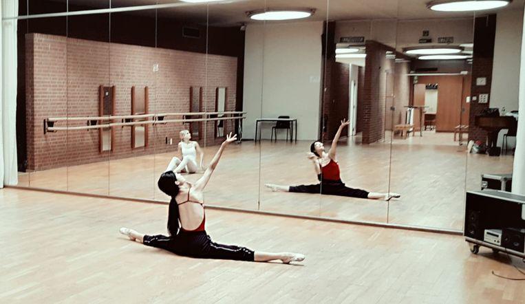 Het is moeilijk in te studeren, voor de dansers.