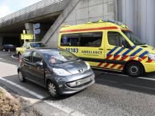 Auto's klappen op elkaar bij oprit A4 Roelofarendsveen