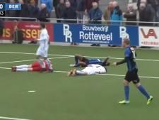 #HéScheids: Spelers Berkum vallen over elkaar, 'FC Zutphen-keeper, wat doe je nou?'