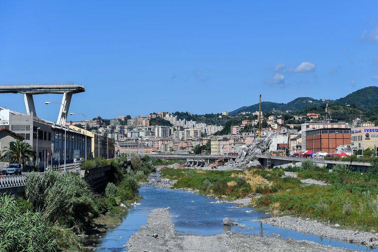 Resten van de rampbrug in Genua.