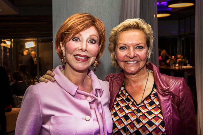 Marijke Helwegen met Mariska van Kolk.