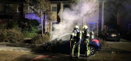 Auto gaat in vlammen op in Veghel