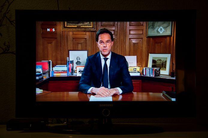 Minister-president Mark Rutte houdt live op tv een toespraak over het coronavirus.