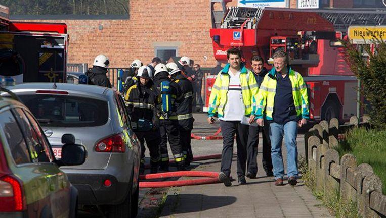 Beeld van de uitslaande brand van 23 april in Nieuwerkerken.