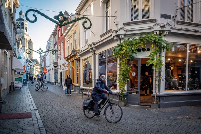 In het advies staat dat de Kremerstraat zowel voor fietsers als gemotoriseerd verkeerd wordt afgesloten.