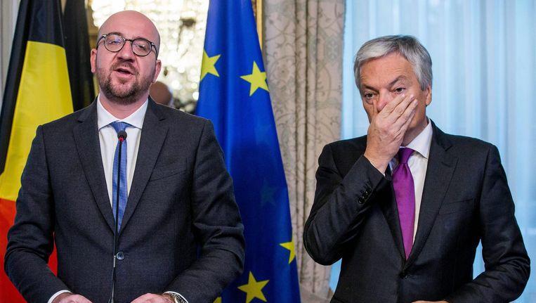 Belgische premier Charles Michel (L) en minister van Buitenlandse Zaken Didier Reynders (R). Beeld epa