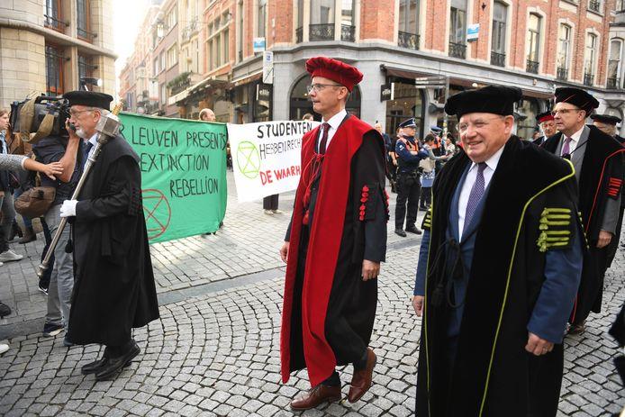 Rector Luc Sels komt met enkele opmerkelijke voorstellen om de slaagkansen te verhogen aan de KU Leuven.