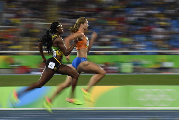 Dafne Schippers (rechts) en de Jamaicaanse Elaine Thompson in Rio.  Beeld null