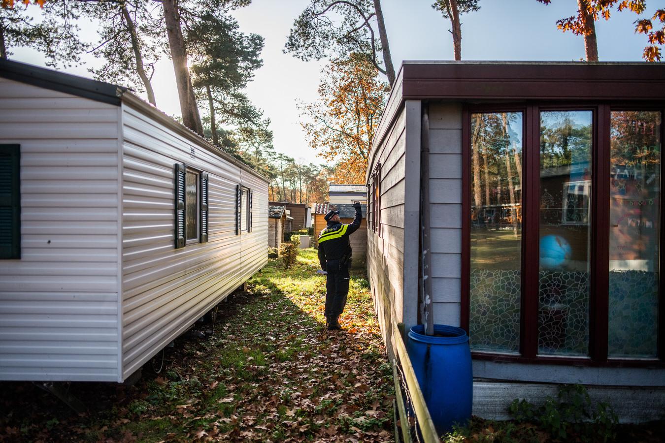 Eind vorige maand had een controle op Vakantiepark Arnhem plaats door politie en gemeente. Toen werd vastgesteld dat er 240 mensen permanent wonen. Daar mag van de gemeenteraad vanaf nu niemand meer bij.