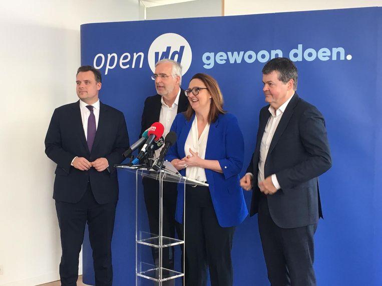 Open Vld-voorzitster Gwendolyn Rutten stelde Leysen (2e l.) vanmorgen voor.