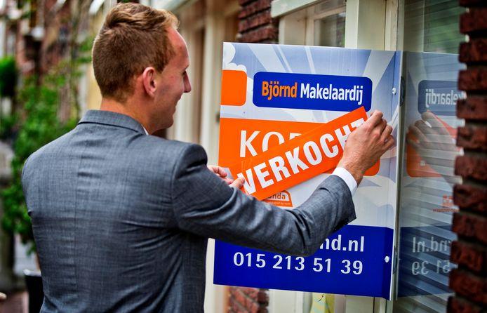 De huizenprijs stijgt nog steeds en er worden minder huizen verkocht dan vorig jaar in het eerste kwartaal.