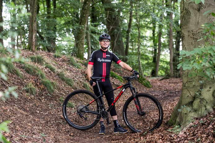 Marcel Boereboom, voorzitter van de Stichting Mountainbike Achterhoek,  zoeft ook zelf graag regelmatig door het bos bij zijn woonplaats Lochem. Vrijdag wordt een begin gemaakt met de aanpassing en uitbouw van een mtb route door diverse Achterhoekse gemeenten.