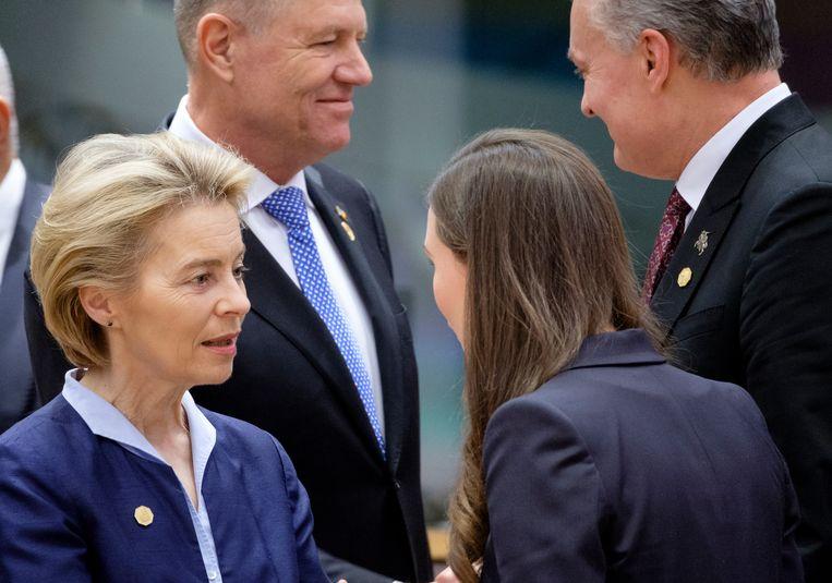 Europese commissievoorzitter Ursula von der Leyen met Finse premier Sanna Marin. Beeld Getty Images