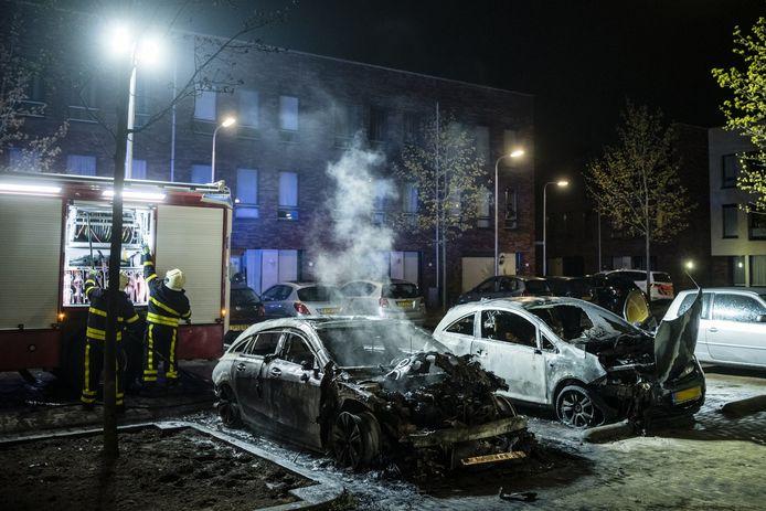 De auto's zijn uitgebrand.