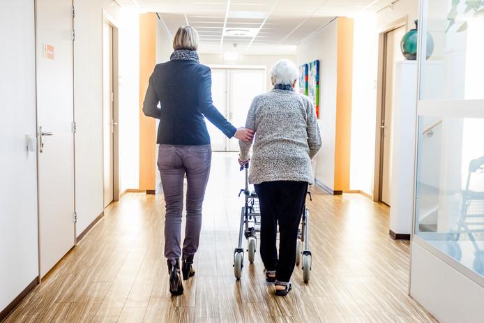 Ouderen belanden vaak door welzijnsklachten in het ziekenhuis.