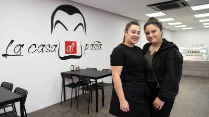 """Vriendinnen Merve en Selvi zetten eerste horecastappen in La Casa di Pasta: """"Heel gemotiveerd om er iets van te maken"""""""