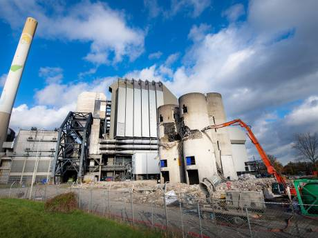 Daar gaan de silo's van de oude kolencentrale