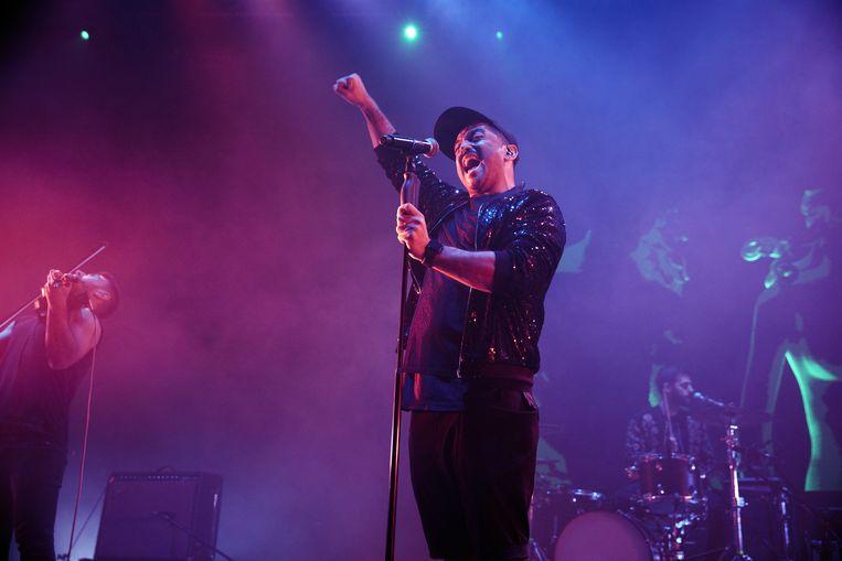 Hamed Sinno, leadzanger van de band Mashrou' Leila, tijdens een concert in The Roundhouse in Londen, maart dit jaar.  Beeld Foto Redferns
