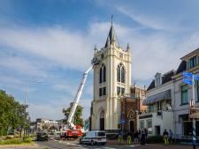 Oude Kerk in Zeist brokkelt af: stukjes steen vallen naar beneden
