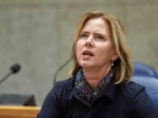 Minister Cora van Nieuwenhuizen zegt klachten Schiphol serieus te nemen