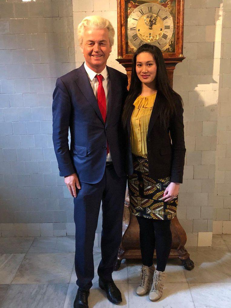 Geert Wilders met de andere vrouwelijke kandidaat Shirley Soenjoto. Beeld null