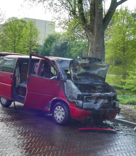 Camper vliegt al rijdend in brand in Amersfoort