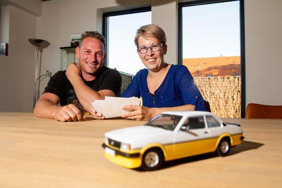 """""""Nu kan ik het gemis een plaatsje geven"""", zegt Nele Vermoere, nadat we haar gisteren samenbrachten met Frankie Geldhof, de laatste eigenaar van de Opel Ascona van haar vader."""