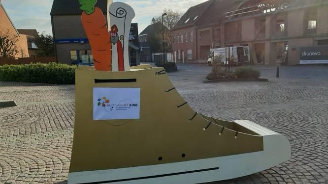 Huis van het Kind en IBO De Boomgaard zetten schoentje voor Sinterklaas