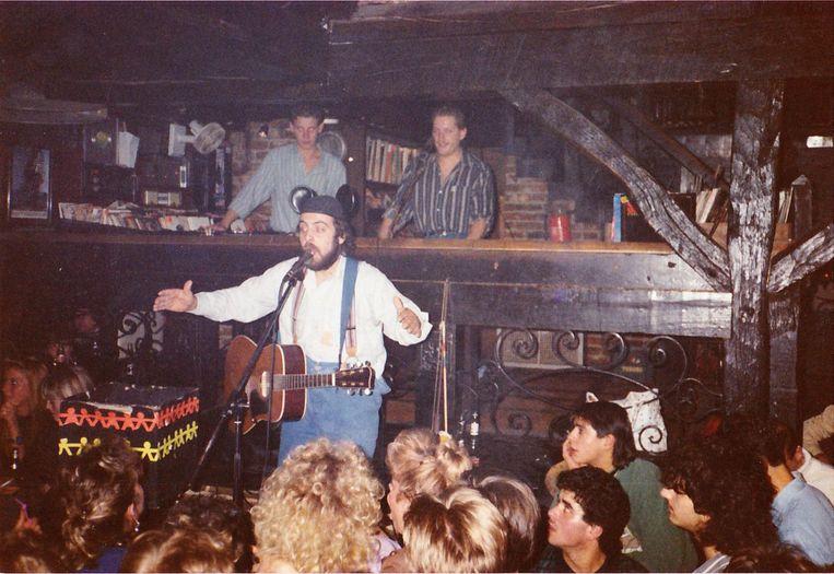Urbanus, een van de talloze artiesten die in de Viertap kwamen optreden.