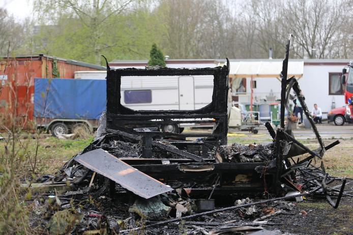 De caravan is volledig uitgebrand