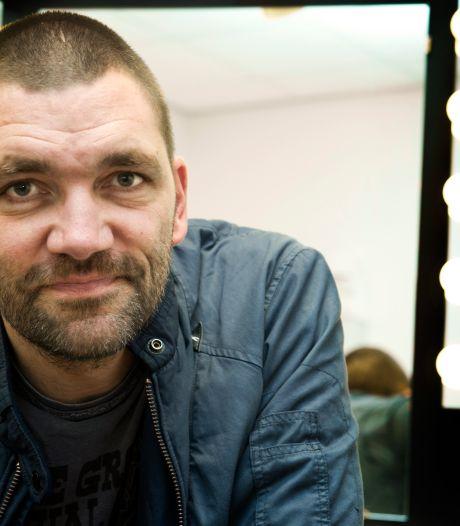 Ophef na spraakmakende uitspraken Theo Maassen: 'Hoe meer een man stofzuigt, hoe minder seks hij schijnt te hebben'
