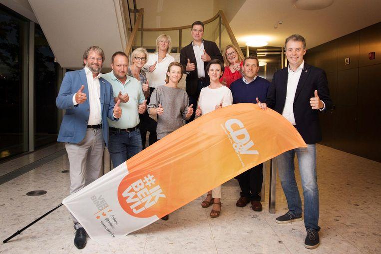 Burgemeesters Johan Cornelis (l.) en Jan Vermeulen (r.) stellen 8 nieuwe kandidaten voor.
