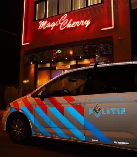 Beelden van duo dat Veenendaals casino met bijl probeerde te overvallen in Opsporing Verzocht