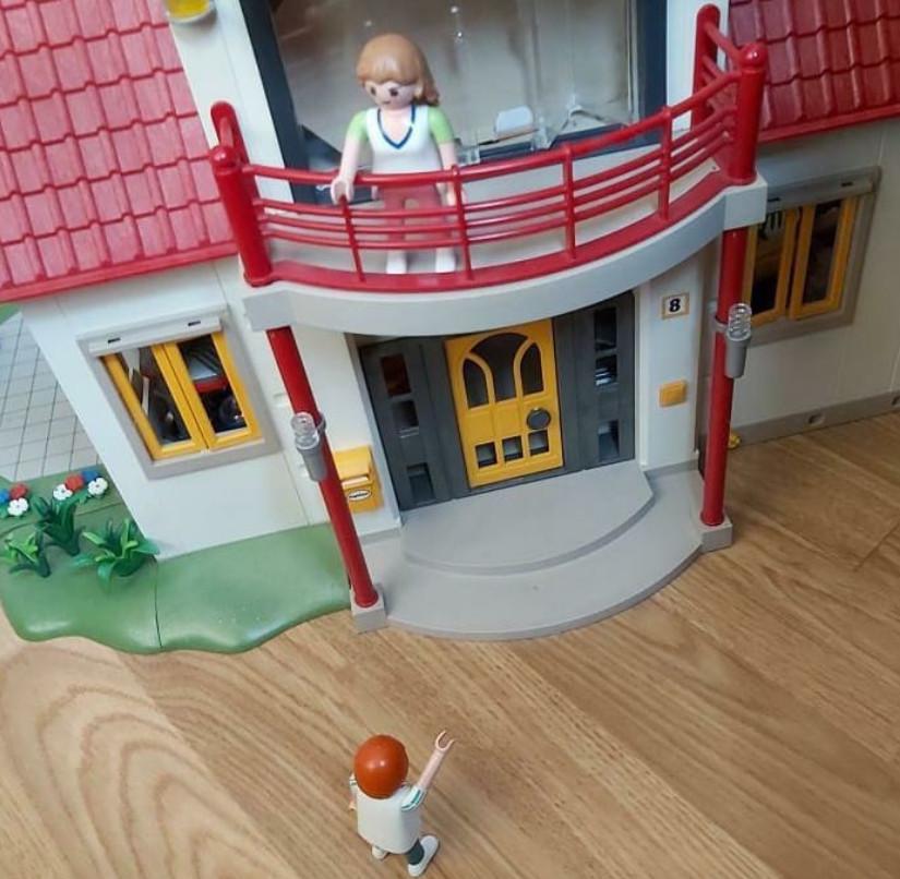 Een balkonscène in Verona met Playmobil.
