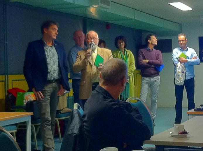 Robert Nahon van bewonersinitiatief Energie Germenzeel aan het woord. Links Area-directeur Jan van Vucht.