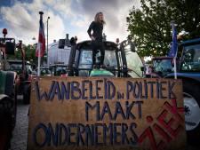 Boeren verzamelen zich in Harlingen om minister uit te zwaaien