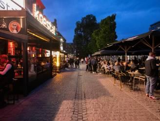 Gentse studenten vergeten corona in Overpoort, Hasseltse studenten houden zich braaf aan avondklok op café