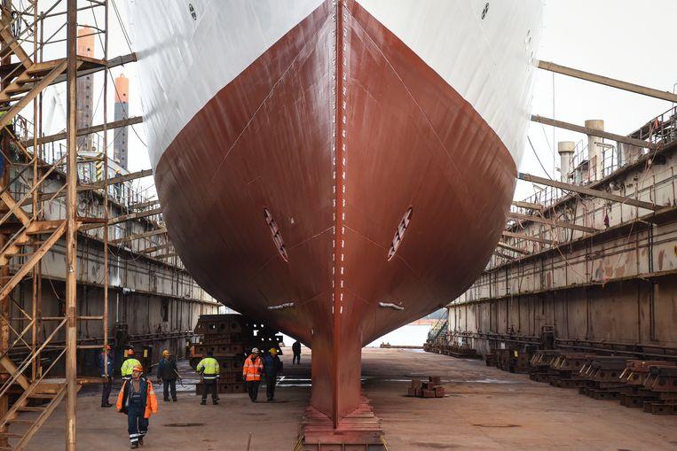 Er wordt gewerkt aan een schip in Gdynia, Polen.