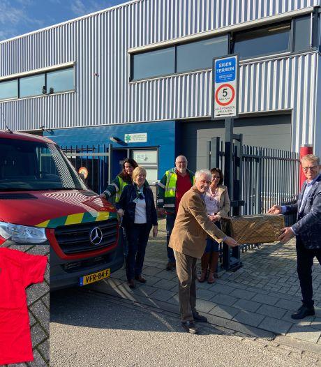 Cadeau voor jubilerende Dierenambulance regio 's-Hertogenbosch