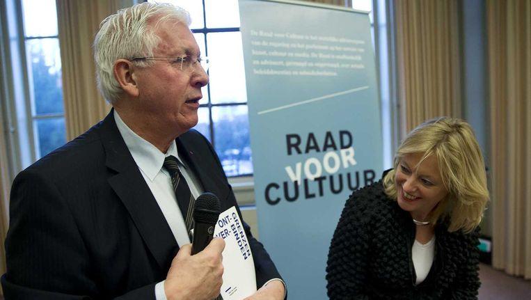 Joop Daalmeijer, voorzitter van de Raad voor Cultuur en minister van Onderwijs, Cultuur en Wetenschap Jet Bussemaker in 2013. Beeld anp