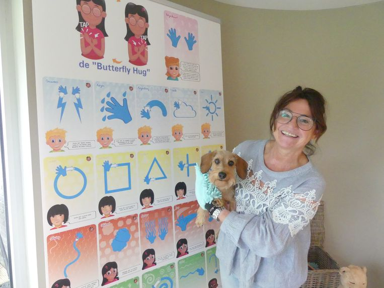 Ann Van Speybroek toont enkele massagehandelingen uit de Happy Kids Massage.