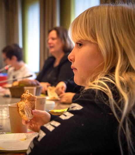 Uitgesteld ontbijten op het gemeentehuis: 'De kaas is iets zuurder dan thuis'