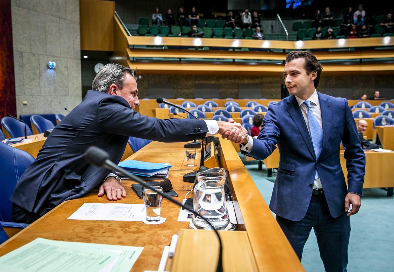 Mark Harbers, staatssecretaris van Justitie en Veiligheid,  en Thierry Baudet van Forum voor Democratie voorafgaand aan het debat.