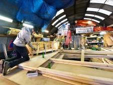 Bouwers van praalwagens kunnen weer 10 jaar door in nissenhutten Groesbeek