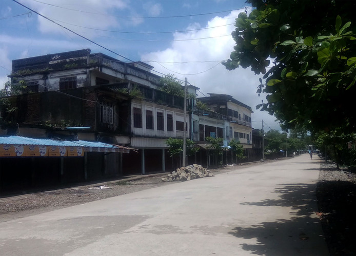 Bewoners van Maungdaw in Myanmar moeten van de autoriteiten binnen blijven na de aanval.