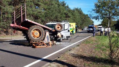 Tractor en bestelwagen botsen frontaal in Lommel
